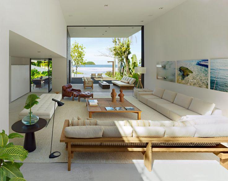 CASA BALEIA Con base en materiales locales y una visión holística, el arquitecto Arthur Casas creó un ambiente para el descanso en armonía con la naturaleza.