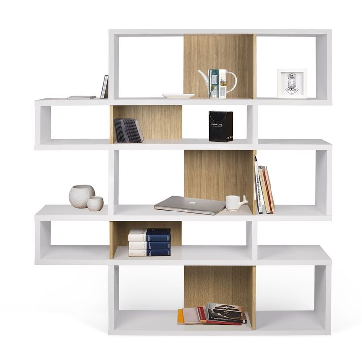 Articolo: TEMA9500319709Si vous voulez une bibliothèque aux formes modernes, mais incroyablement élégante, ceci est le produit que vous recherchez. London 002 blanc est une bibliothèque au design moderne, mais avec des lignes fluides, stylisées, de couleur blanche, qui s'adapte à tous les décors. Elle peut être positionnée près des murs ou utilisé comme un diviseur de chambre pour séparer la salle en deux espaces fonctionnels. London 002 blanc est fabriquée par TemaHome, une entreprise…