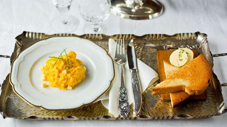 Eggerøre med smør og ristet kongeloff