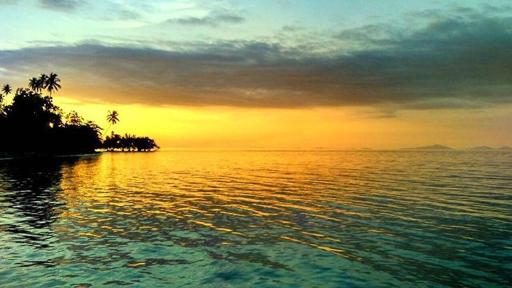Sunset 2017 #sun #sunset #sunsets #landscapephotography #landscaper #landscape #pesonaindonesia #indonesiakeren #indonesia #malukuutara #natgeo #maluku #all #all_shots #xiaomi #xiaomireadmi2 #potrait #mataharitenggelam
