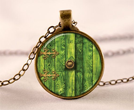 hobbit door nechlace on Etsyt https://www.etsy.com/listing/181713350/lord-of-the-rings-pendant-lord-of-the
