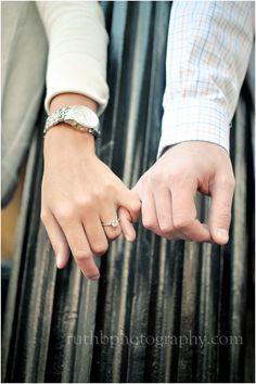Idea de foto con anillo de compromiso