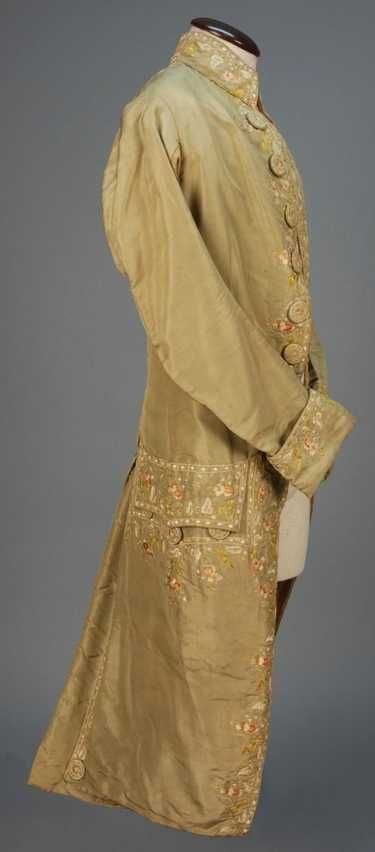 GENTS FRENCH SILK EMBROIDERED COAT, 1750 - 1775.
