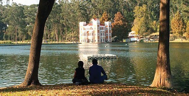 5 escapadas románticas cerca del DF. ¿Sin plan para este fin de semana? Te presentamos cinco destinos ideales para disfrutar en pareja de bellos paisajes naturales, pueblerinos y urbanos ¡a pocos kilómetros de la capital!