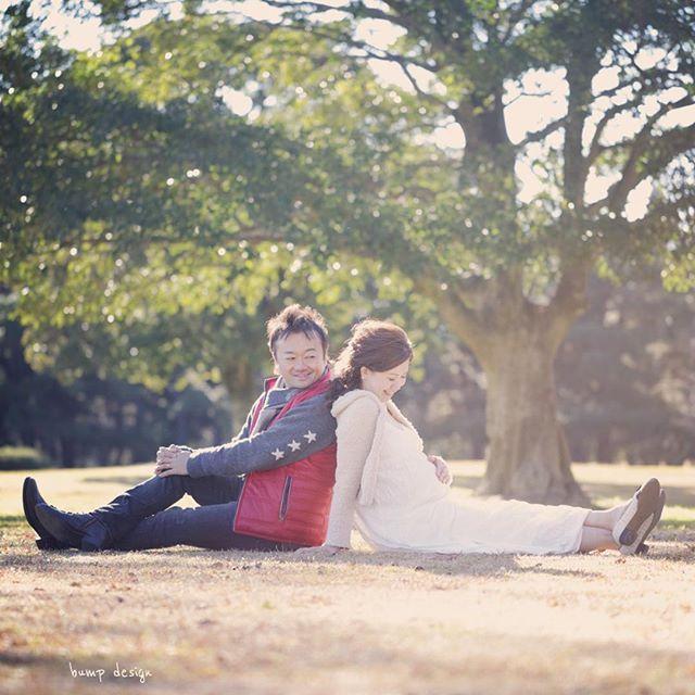 #マタニティ さぁバンプデザインのマタニティ撮影はもちろんロケもあり! やっぱり冬でも寒くてもちょこっとでもロケしとかないと 自然ほど素晴らしいスタジオはない! って事で 2人と一緒に あ、いや 3人と一緒に公園にお散歩だぁー! ^ ^ #結婚写真 #花嫁 #プレ花嫁 #結婚 #結婚式 #結婚準備 #婚約 #カメラマン #プロポーズ #前撮り #ロケーション前撮り #写真家 #ブライダル #ウェディングドレス #ウェディングフォト #記念写真 #ウェディング #IGersJP #weddingphoto #wedding #instagramjapan #weddingphotography #instawedding #bridal #ig_wedding #bride #bumpdesign #バンプデザイン