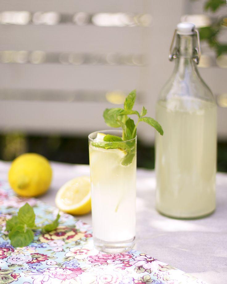 Homemade sparkling mint lemonade