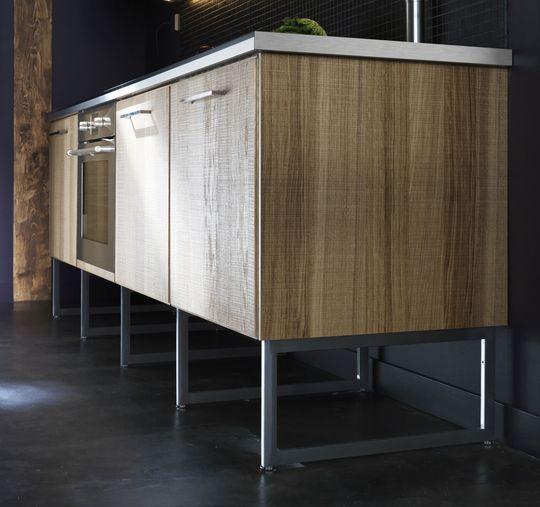 Éléments sur pieds pour un effet aérien - Les nouvelles cuisines Ikea 2014 en 40 photos - CôtéMaison.fr