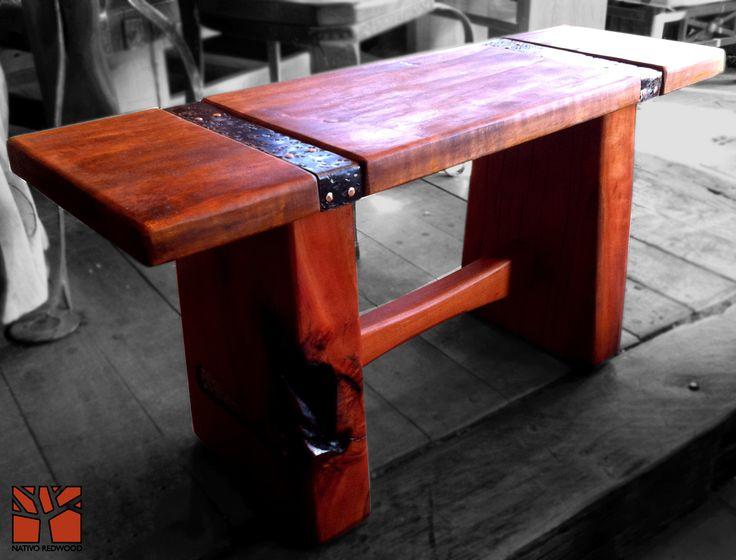 Nativo Redwood. Banca de roble rústico con asiento de una sola pieza recto y flejes de fierro forjado con detalles de clavos de cobre. Dimensiones: 0.35x1.00 www.facebook.com/nativoredwoodsa