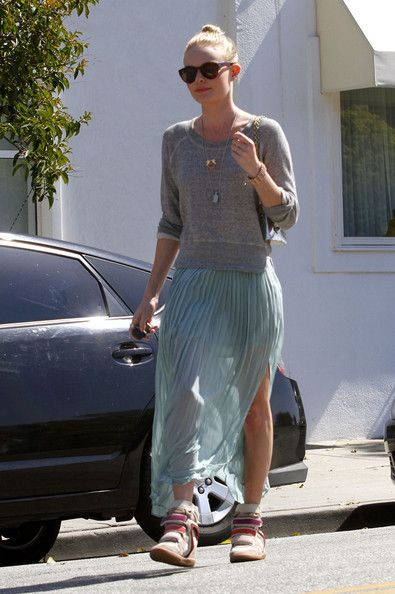 Sneaker style! Sneakers with a maxi skirt. Click through for 23 more outfit  ideas