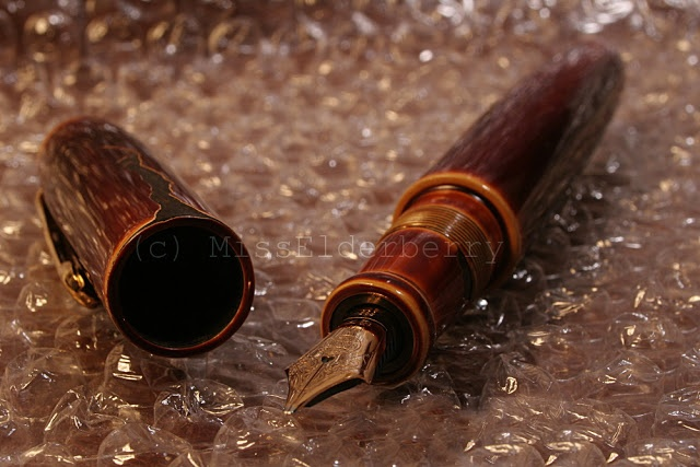 "Nakaya Negoro fountain pen in ""cracked"" design."
