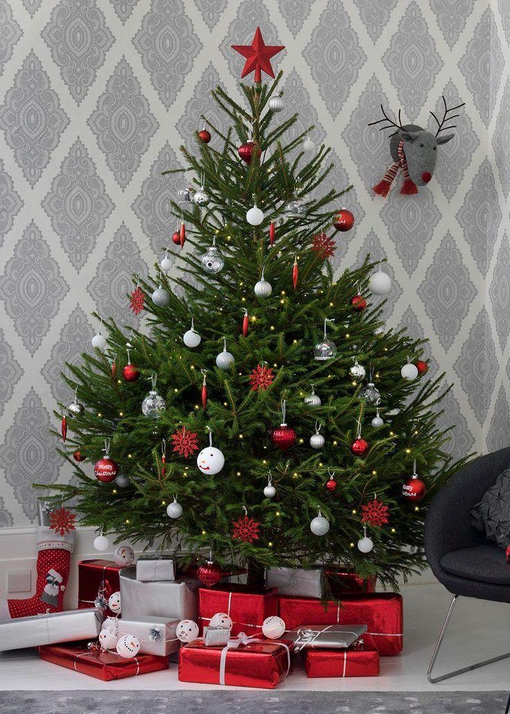 привлекает фото елки настоящей новогодней своей