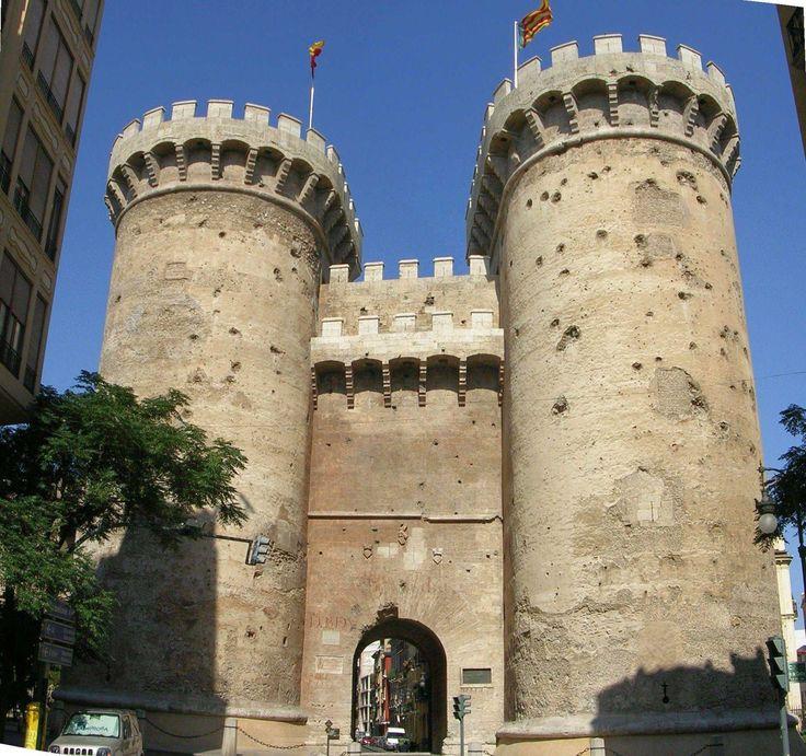 :LasTorres de Quartson un par de torres gemelas que formaban parte de lamurallamedievalque rodeaba el casco antiguo de la ciudad deValencia.