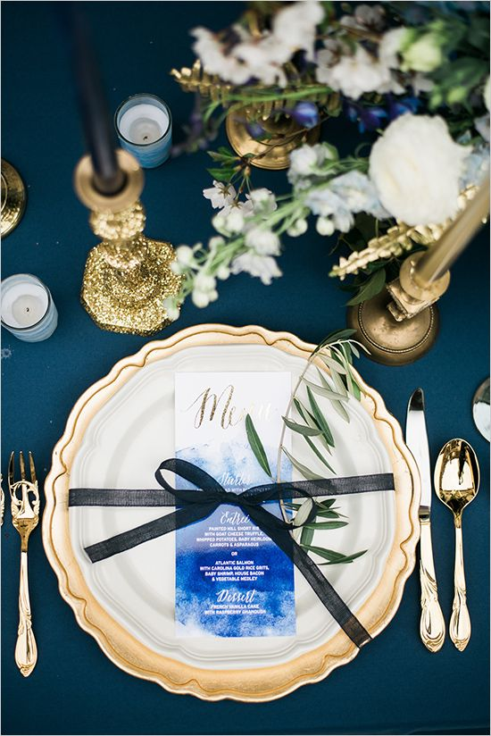 blue white and gold place setting @weddingchicks