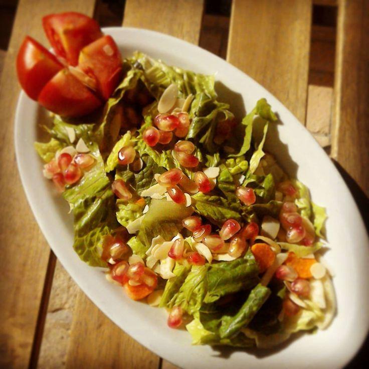 L'insalata  con il melograno appena raccolto dal nostro giardino!