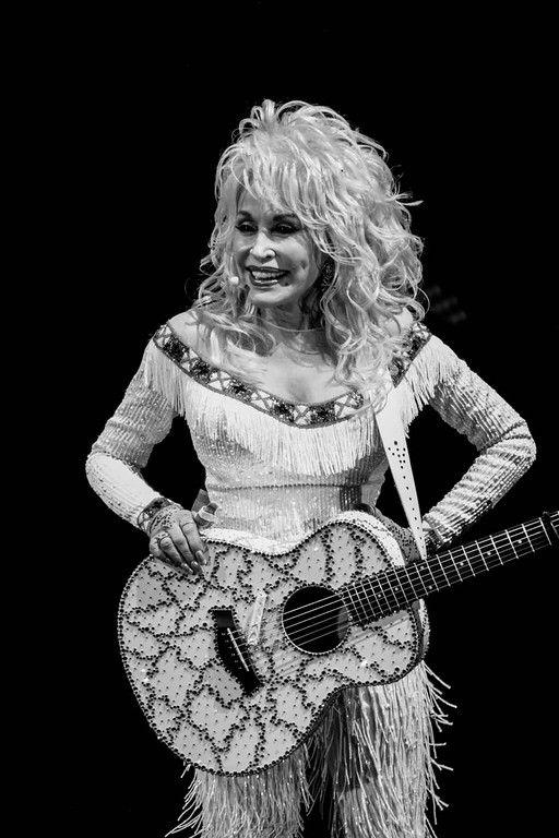 Dolly parton tongue — pic 5