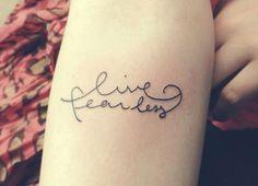 Tatuagem feminina escrita: 30 ideias delicadas usando letras » Coisas de Diva
