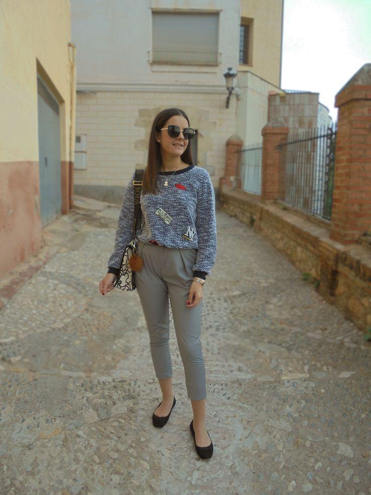 COMO COMBINAR UN PANTALÓN DE VESTIR - Temporada: Otoño-Invierno - Tags: casual,  - Descripción: He combinado un suéter con parches con un pantalón gris de vestir.  #FashionOlé