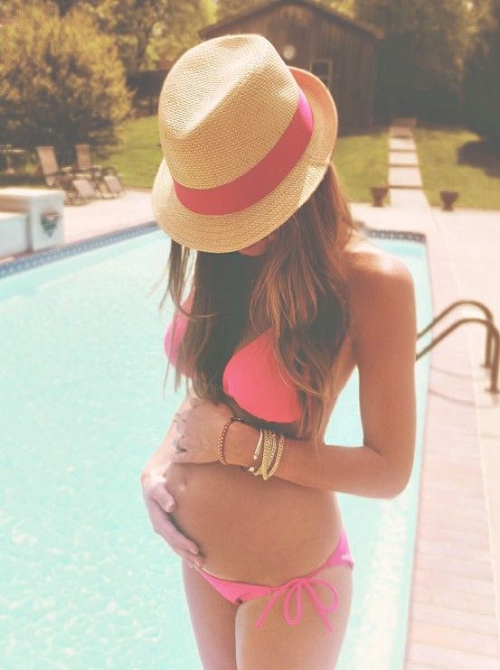 I want to be pregnant in the summer! So I can have a ton of pictures like this at the pool and the lake!:)