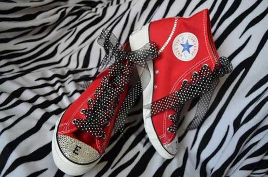 Scarpe da sposa converse rosse. Wedding red converse shoes. #wedding #wedding shoes