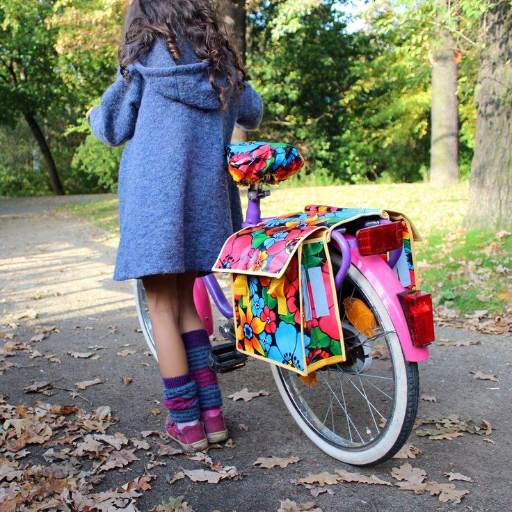 Kinderfahrradtasche für den Gepäckträger. Mit Blumenmuster und passendem Sattelschoner.