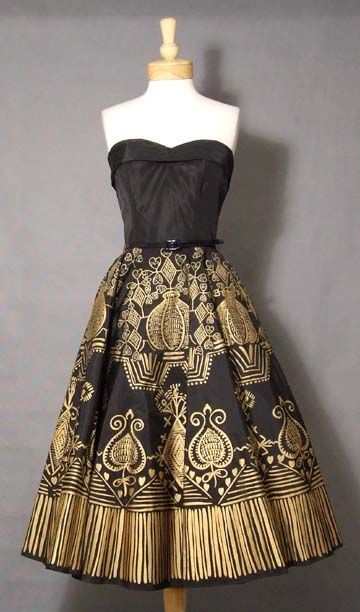 1950's vintage cocktail dress. I'll put it on my list of amazing prints to find. I could totally make a copy.
