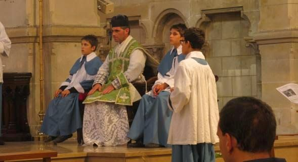 TradiNews: [Jean-Philippe Delattre - La Voix du Nord] Dunkerque : la messe en latin, un dimanche par mois à l'église Saint-Martin, a ses adeptes