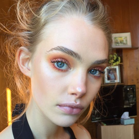 I graduate in the spring of 2017!! Orange eyeshadow would be cute for Full Sail…