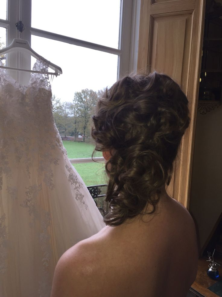Vlak voor t aantrekken vd bruidsjurk www.michellesstyle.nl