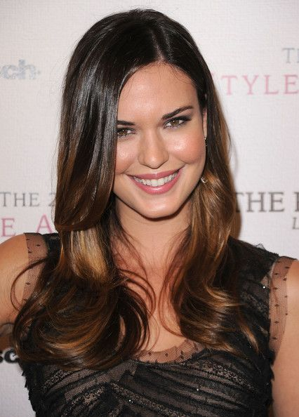 Hair Lookbook: Odette Annable wearing Layered Cut (2 of 20). Odette Annabelle showed off her long layers and two tone tresses at the 2010 Style Awards.