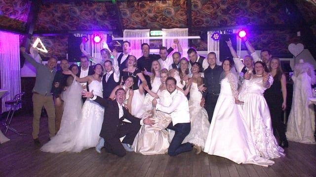Wil jij nog een keer schitteren in jouw prachtige trouwjurk!? Nogmaals dat speciale gevoel krijgen? Back To The Wedding het jaarlijkse trouwfeest in De Roode Schuur te Nijkerk. Ook in 2017 was het weer een gezellig feest. Een korte video impressie van Videograaf.nl