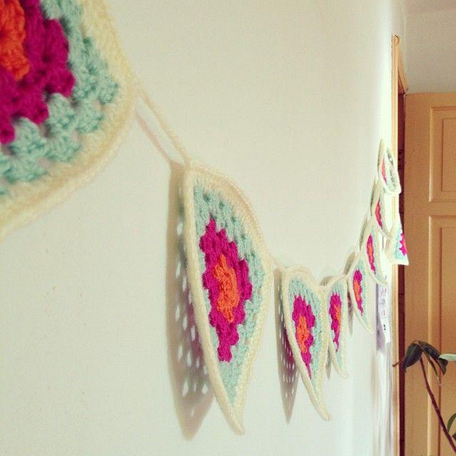 Banderines tejidos… Estarán disponibles en @casadeoficios #crochet #bunting #deco #garland #banderines