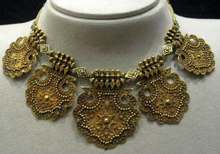 India | Mughal gold necklace | 17th - 19th century |
