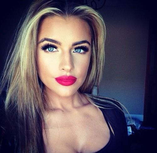 Stupidly gorgeous. Not fair! Perfect hair and makeup: