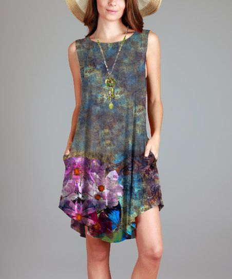 Exude femininity and timeless style with this tunic dress brought to life by an eye-catching floral motif.