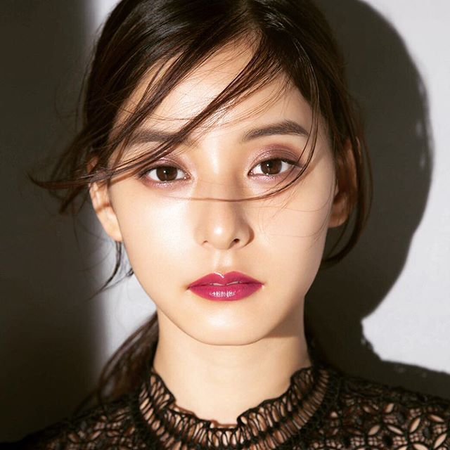 "Yuko Araki 新木優子さんのツイート: ""Yusuke Kawakita_IG MAQUIA10月号 AQMW #マキア #新木優子 #アイグロウジェム…"