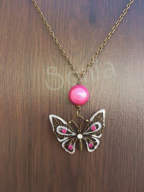 Este es un colgante largo en oro viejo de mariposa y bola magica rosa.  Me podeis encontrar en el correo: soniatado@gmail.com