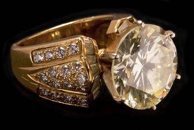 anillo que lleva incrustado un diamante de 12,25 quilates cuyo precio de salida es de 1,4 millones de pesos (unos 114.000 dólares)