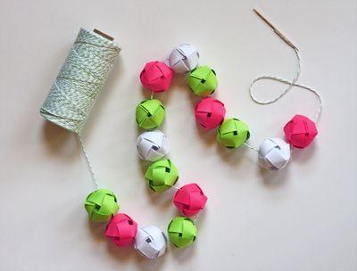 DIY a garland from woven paper balls