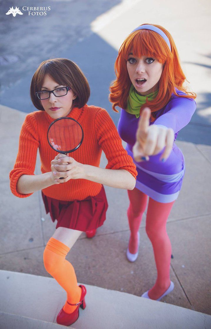 Characters: Velma Dinkley & Daphne Blake / From: Hanna-Barbera's 'Scooby Doo' Cartoon / Cosplayers: Cosmic-Empress as Velma & Megan Mobley (aka Cheecker Cosplay, aka Uncanny Megan) as Daphne / Photo: Cerberus Fotos / Event: Official Oni-Con (2016)