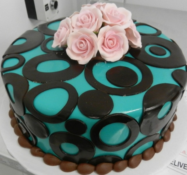 17 Best images about Couture Cakes! on Pinterest | Cherry ...