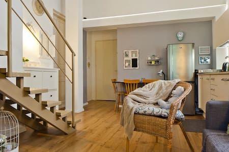 Échale un vistazo a este increíble alojamiento de Airbnb: Tel Aviv Duplex Sweet Suite - Departamentos en alquiler en תל אביב יפו