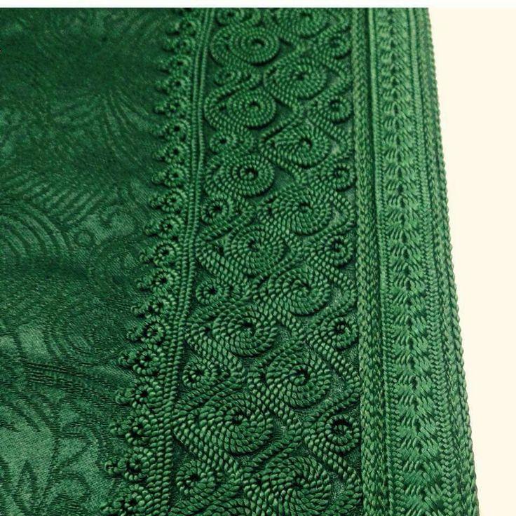 Le vert royal reste pr l'éternité un sublime dans la couture traditionnelle marocaine