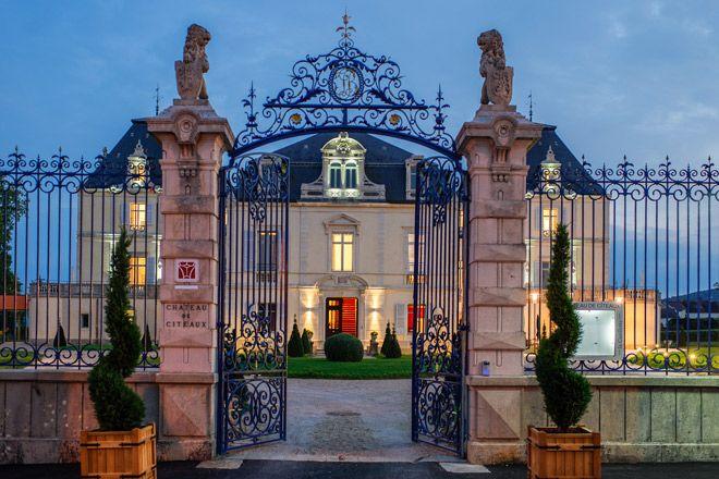 ナポレオンが愛したワインと19世紀から続く名門クリュを訪ねてブルゴーニュへ。