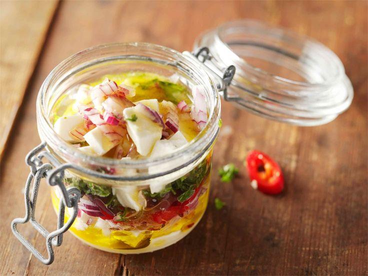 Yrttimarinoidut salaattijuustokuutiot