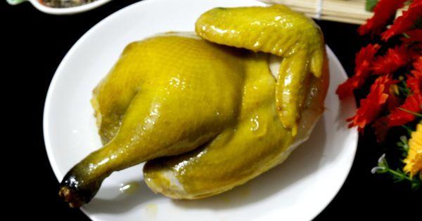 Với cách làm này món gà hấp muối của bạn sẽ có lớp da vàng bóng, béo thơm, thịt lại mềm ngon lắm đấy.