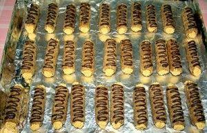 Nepečené orechové trubičky plnené šľahačkou - obrázok 4