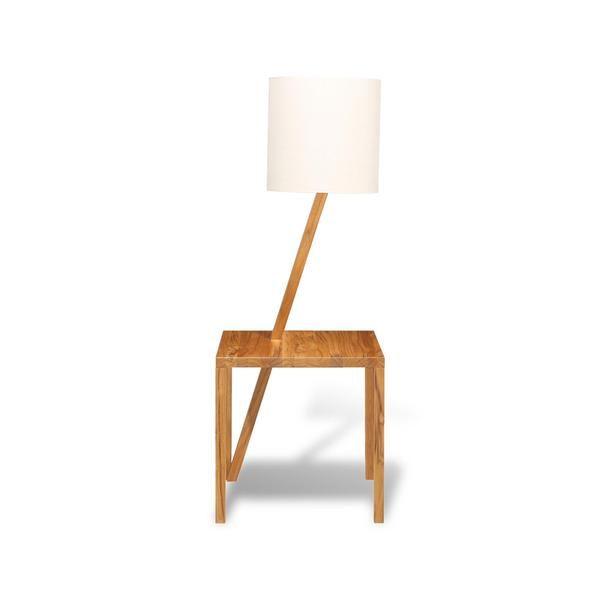 Teca de reflorestamento, ou madeiras de manejo sustentável como jatobá ou timburi. Desmontável, assim a pegada de carbono se reduz ainda mais. E, claro, de luminária LED. Ou seja: Lampta é uma luminária linda, prática e sustentável.