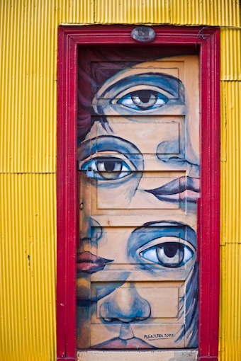 Seeing eye door , Chile