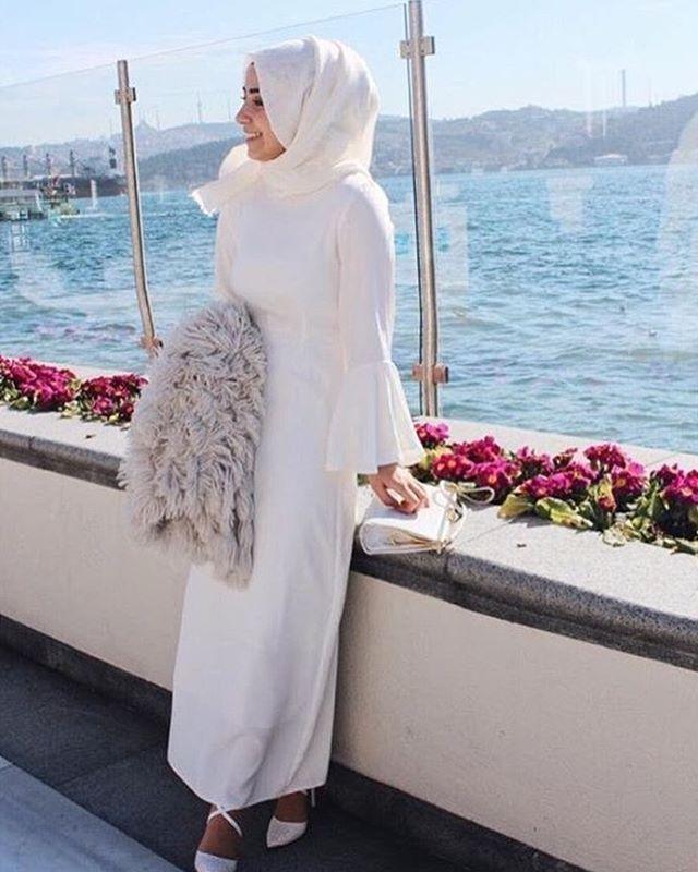 Hijab Fashion | Nuriyah O. Martinez | Her rengi bir efsane Elbise bizden kombin sizden #müşterimemnuniyeti #EKRU tekrar stoktaa ❤️ Fiyat ; 125₺ Bu sefer bu fiyata kaçırmak istemeyenler acele etsin Polo krep kumaş elbisemiz 1.35 cm boyunda; 36'dan 42'ye kadar mevcuttur Aras kargo ile çalışmaktayız Kollar içten kollukludur, bilekleriniz gözükmez ❤️ Hemen whatsapp ; 0537-281-34-58