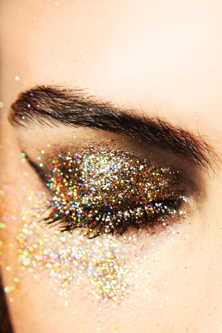 Sparkle shine glitter hair and makeup feathers shimmer - Makeup Ideas Eye Gold Glitter Makeup For Party Looks Pretty And Charming With Glitter Eye Makeup